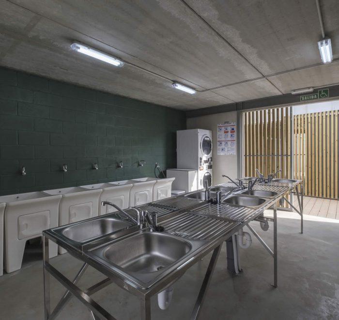 Zona lavadoras y fregaderos Camping A Lagoa
